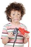 Vítima do menino com eletricidade Imagens de Stock Royalty Free