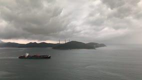 Vóór de regen, waren de wolken van de hemel onvoorspelbaar, vormt een spectaculair schouwspel stock videobeelden