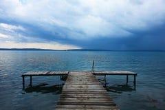 Vóór een onweer op Meer Balthon, Hongarije royalty-vrije stock foto