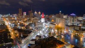 Vóór van de Buffelsnew york van de Zonsopgangnacht de de Stadshorizon Van de binnenstad stock afbeelding