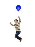Vôo da criança com o balão azul inflado Imagens de Stock Royalty Free
