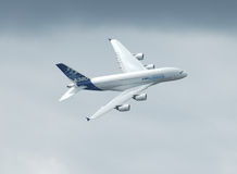 Vôo de Airbus A 380 Foto de Stock Royalty Free