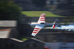 Vôo do avião - raça Porto 2009 do ar de RedBull Foto de Stock