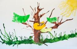 Vögel, die auf den Niederlassungen des Baums sitzen Stockbild