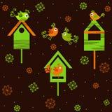 Vögel mit Vogelhäusern Lizenzfreie Stockbilder