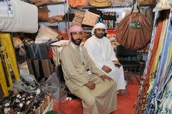 Völker an Abu Dhabi International Hunting und an der Reiterausstellung (ADIHEX) Stockbild