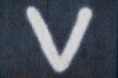 V изолированное письмо мела в предпосылке классн классного Стоковое фото RF