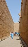 vägg för edfuegypt högväxt tempel Arkivbilder
