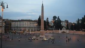 V dans la vue de nuit de Rome banque de vidéos