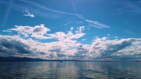 v?deo 4K del lago de Constanza, Bodensee Los yates navegan en el lago almacen de metraje de vídeo