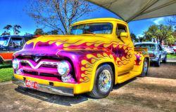 V8 dipinto abitudine prende il camion fotografia stock libera da diritti