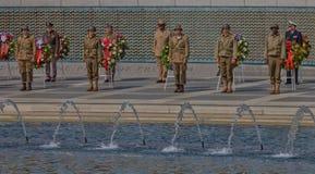 V-E Day Celebration solemne en el monumento de la Segunda Guerra Mundial Fotografía de archivo