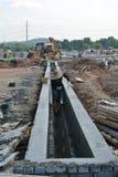 V-förmiger Grabenabfluß an der Baustelle Lizenzfreie Stockfotografie
