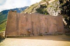 V?gg av de sex monoliterna p? Ollantaytambo den arkeologiska platsen, Cuzco, Peru royaltyfri bild