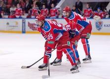 V Gharkov (25) och E Artukhin (44) Arkivbild