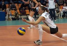 V. Kuzyakina (8) miss en boll Royaltyfria Foton