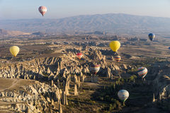 Vôo do balão de ar quente sobre Cappadocia Imagens de Stock