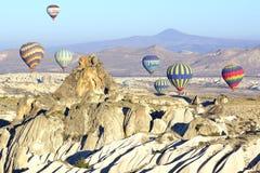 Vôo do balão de ar quente sobre Cappadocia Imagens de Stock Royalty Free