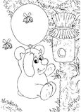 Vôo do urso em torno de uma colmeia Imagens de Stock