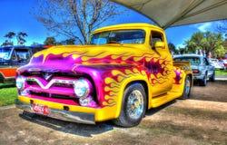 V8 peint par coutume prennent le camion Photographie stock libre de droits