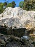 V?r av termiskt vatten av Bagni san filippo i Val D ` Orcia, Tuscany, Italien arkivfoto