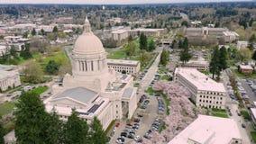 V?r Cherry Blossoms p? huvudstadbyggnaden i Olympia Washington arkivfilmer