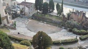 V?rone, Italie Le th??tre romain de V?rone est un th??tre romain antique au centre de la ville le long du fleuve Adige clips vidéos
