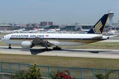 9V-SVC Singapore Airlines, Boeing 777-212/ER Fotografía de archivo libre de regalías