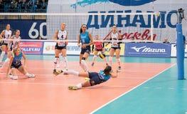 V Vetrova ( 9) få en boll och fall ner Royaltyfria Foton