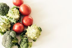 V?xten baserade s?songsbetonade gr?nsaker bakgrund, strikt vegetarianmat som f?r r?kost lagar mat ingredienser, b?sta sikt arkivbilder