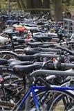 Va in bicicletta bloccato su per il giorno fotografie stock libere da diritti