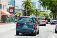 8va calle en poca La Habana, Miami Fotos de archivo