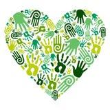 Va el corazón verde del amor de las manos Foto de archivo