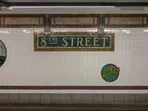 8va estación de metro de la calle - New York City Fotos de archivo libres de regalías