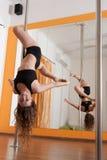 Öva för Pole dansare Arkivbilder