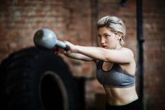 Öva i idrottshall Fotografering för Bildbyråer