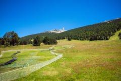 Va-kart la pista a lo largo de la ladera de la montaña Fotos de archivo libres de regalías
