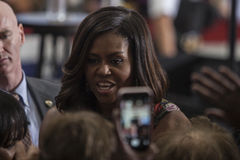 VA: Presidentsvrouw Michelle Obama voor Hillary Clinton in Fairfax Stock Foto's