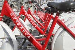 va à vélo le public Photographie stock libre de droits