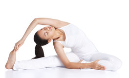 öva yoga Arkivbild