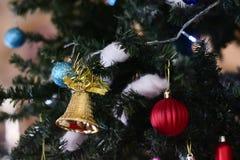 Vaag beeld: Kerstboom en Kerstmisdecoratie Stock Foto