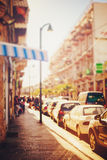 Vaag beeld van stadsstraat bij zonsondergang Royalty-vrije Stock Fotografie