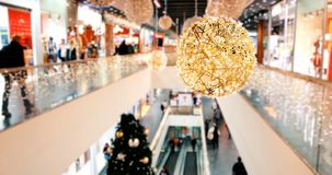 Vaag Kerstmiswinkelcentrum in grote zwarte vrijdagverkoop stock videobeelden