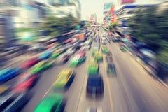 Vaag van verkeer op moderne stad stock foto's