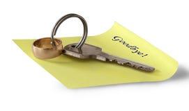 Vaarwel nota, sleutel en trouwring Stock Fotografie