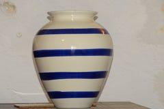 Vaas in detail met blauwe lijnen Stock Foto's