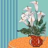 Vaas met callas op de lijst stock afbeelding
