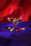 Vaas met noten in gekleurde glans Stock Afbeeldingen