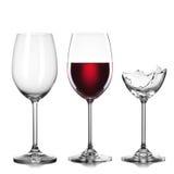 Vacío, lleno de vino y de copas quebradas en blanco Fotografía de archivo libre de regalías