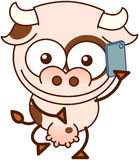 Vaca linda que habla en un smartphone ilustración del vector